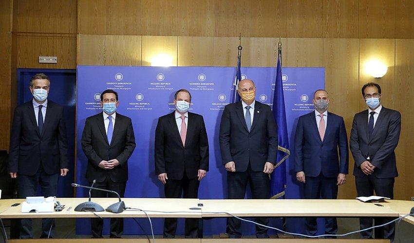 Η υπογραφή της σύμβασης έγινε πριν από λίγο παρουσία των Υπουργών κ.κ. Καραμανλή, Τσιάρα & Μηταράκη