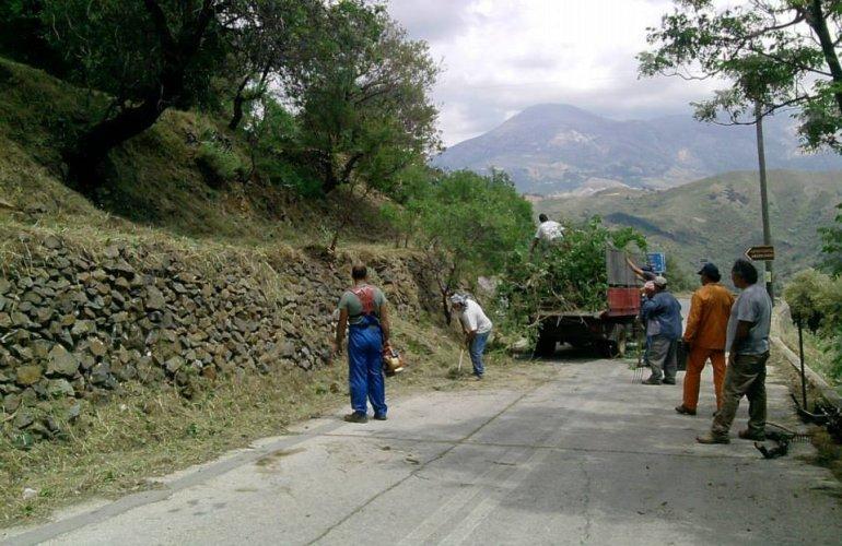 Η φωτογραφία είναι από προηγούμενο εθελοντικό καθαρισμό του χωριού.