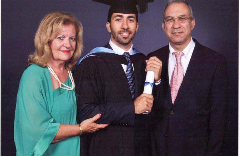 Στην ορκωμοσία του γιου του Αντώνη ως μεταπτυχιακός φοιτητής Ναυτικού Δικαίου στο  Πανεπιστήμιο Southampton  του Λονδίνου