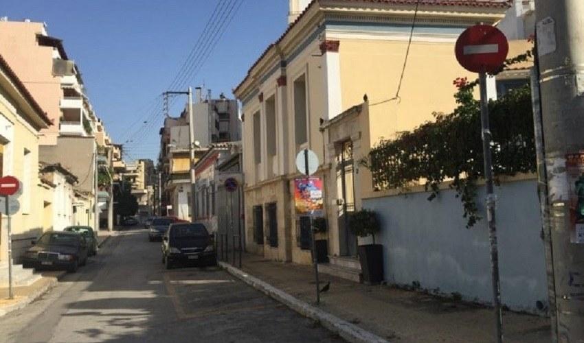 Μια γραφική γειτονιά με κυρίως ισόγεια ή δίπατα σπίτια και κατοίκους ανθρώπους του καθημερινού μόχθου