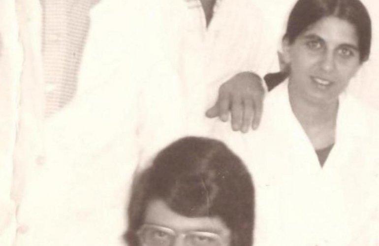 Αριστερά ο Γιάννης Γιαννούλος, από την επίσκεψη του ως φοιτητής ιατρικής στο νοσοκομείο Παίδων.