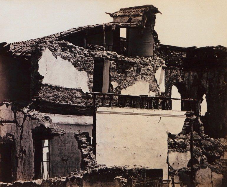 Εγκρεμός, Ατσική, Καλοπλύτου , οι κεντρικές συνοικίες της πόλης εντελώς κατεστραμμένες.