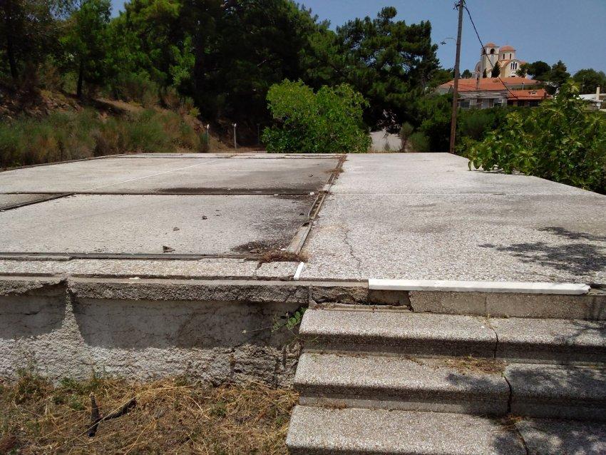 Χώρος εισόδου πρώην Δημοτικού Σχολείου Νέας Ποταμιάς