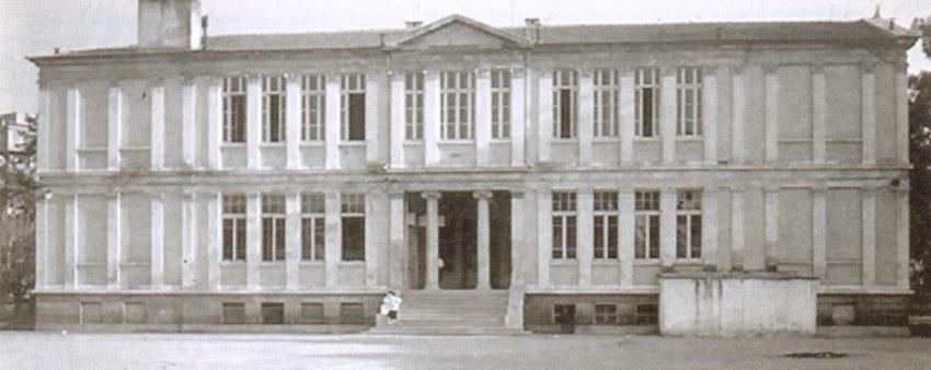 Το ιστορικό κτήριο στη Σμύρνη που καταστράφηκε ολοσχερώς το 1922.