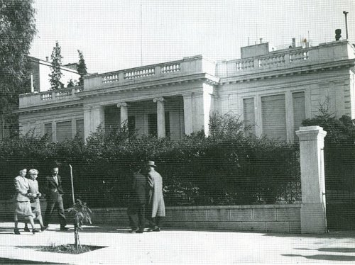 1.Άποψη του μεγάρου Μαξίμου το 1950, όταν φιλοξενούσε επίσημους προσκεκλημένους της Ελληνικής Κυβέρνησης