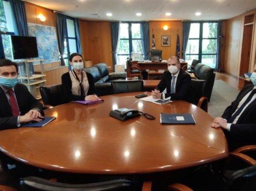 Από τη συνάντηση Υπουργού Μετανάστευσης και Ασύλου κ. Νότη Μηταράκη - Υπουργού Υποδομών και Μεταφορών κ. Κώστα Καραμανλή για τα έργα στη Χίο.