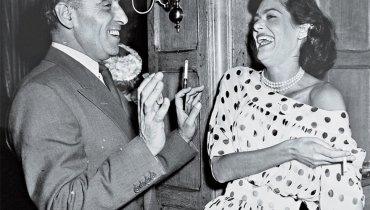 Ο Ιωάννης Καρράς και η αγαπημένη του φίλη Μελίνα Μερκούρη.