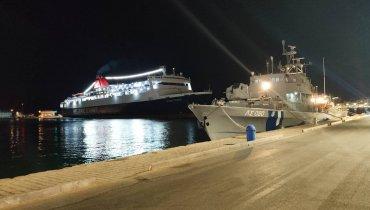 Το Νήσος Σάμος κατά την επιστροφή του στο λιμάνι της Χίου.