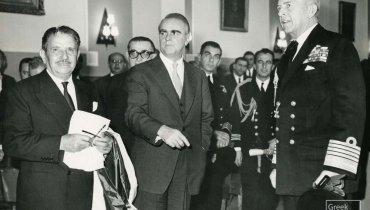 Ο Σταύρος Λιβανός πανευτυχής κατά τις τελετές για την εγγραφή στο Ελληνικό νηολόγιο (1960) του χιλιοστού πλοίου ιδιοκτησίας του, του «Βασίλισσα του Ατλαντικού», παρουσία του βασιλιά Παύλου και του τότε πρωθυπουργού Κων. Καραμανλή.