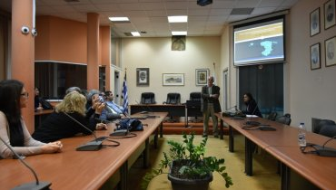 Στιγμιότυπο από την παρουσίαση της Ε. Χαζάκη παρουσία του επιβλέποντα καθηγητή Γ. Σπιλάνη.