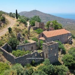 Το καθολικό της Μονής και τα γύρω κτίσματα σήμερα