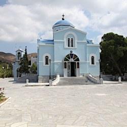 Ο περικαλλής ναός του Αγ. Ιωάννου. Σταυροειδής μετά τρούλου, ρωσικής εμπνεύσεως.
