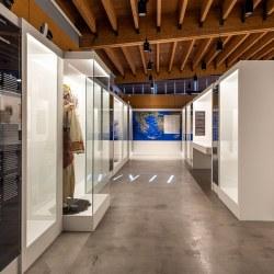 Άποψη της έκθεσης «ΕΠΑΝΑCYΣΤΑΣΗ '21: ΧΙΟΣ» στο Μουσείο Μαστίχας Χίου
